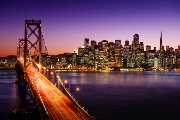 Oppleve San Francisco ved å leie en bil.